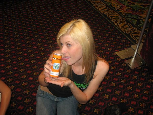 C-Swiss Hemp Ice Tea: Even the can of C Swiss taste great